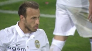 Moras respinge di testa il tiro di Salah