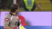 Frey allunga il braccio e recupera la palla sul tentativo di Munari nel derby