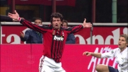 Behrami trattiene Kaladze in area: rigore per il Milan contro la Lazio