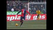 Gamberini in scivolata su Criscito procura un calcio di rigore per il Genoa
