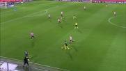 Goldaniga con uno spettacolare tackle ferma l'azione del Milan