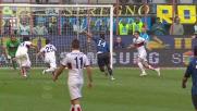 Guarin contrastato fallosamente da Belluschi si procura un penalty