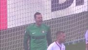 Handanovic respinge il colpo di testa di Ocampos in Inter-Genoa