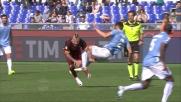 Hoedt abbatte Nainggolan con un tackle spaventoso nel derby di Roma