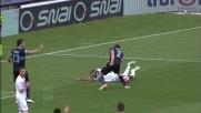 Hoedt colpisce Mbakogu in area: secondo rigore per il Carpi contro la Lazio