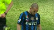 Sneijder prova il tiro da lontano ma non trova la porta