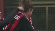 Huntelaar sfrutta il perfetto cross di Ronaldinho e segna il goal dell'1-0 con l'Udinese