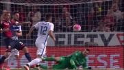 Con un riflesso felino Handanovic toglie la palla dalla rete sul colpo di testa di Pavoletti