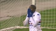 Okaka fallisce una chiara occasione da goal al Bentegodi colpendo il palo