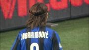 Ibrahimovic si libera con una finta e cerca l'assist contro il Cagliari