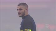 Icardi calcia a giro, deviazione e calcio d'angolo per l'Inter che spaventa il Genoa
