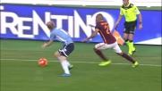 Il centrocampista della Roma Vainquer vince di forza il duello contro Basta