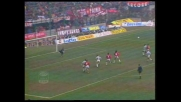 Il colpo di testa di Gullit termina alto sopra la porta della Juventus