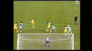 Il difensore del Chievo D'Anna tocca il pallone con il gomito, penalty per la Lazio