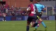 Il genoano Dzemaili entra duro in tackle su Balotelli
