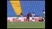 Il palo nega la gioia del goal a Simone Barone contro l'Udinese