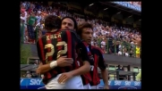 Inzaghi in mezzo a tre si libera e porta in vantaggio il Milan
