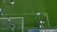 Aronica col braccio largo su Pato, rigore per il Milan contro il Napoli