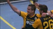 Juanito Gomez mette a sedere Consigli e con un pallonetto realizza il goal del vantaggio dell'Hellas