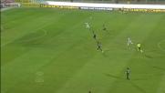 Il bel diagonale di Caprari finisce fuori di poco contro l'Inter