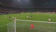 Gillet si oppone al destro di Ronaldinho con un tuffo prodigioso
