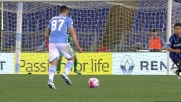Candreva impegna Handanovic dai 30 metri in Lazio-Inter