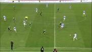 Acerbi in tackle è infallibile e toglie la palla a Milinkovic-Savic
