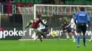 Kakà prova a segnare al Genoa con un tiro a giro ma la palla è alta