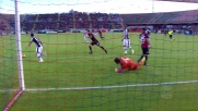 Karnezis respinge la conclusione di Borriello negando un goal al Cagliari