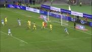 Keita trova un varco e penetra nell'area del Napoli segnando il goal del 2-3