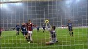Nel derby di Milano Handanovic compie una parata miracolosa sul colpo di testa di Balotelli