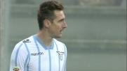 Klose segna la rete del 2-0 svettando solo nell'area del Sassuolo