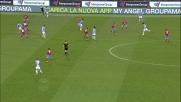 Klose tenta un difficile pallonetto ma non centra la porta del Napoli