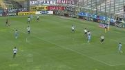 Kozak manca di un soffio l'impatto col pallone davanti alla porta del Parma