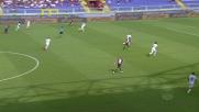 La difesa della Fiorentina respinge il cross di Laxalt