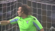 L'estremo difensore della Lazio respinge un tiro cross di Florenzi intervenendo con il piede