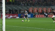 Lichtsteiner calcia a lato un'ottima occasione a San Siro contro il Milan