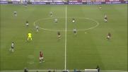 Buffon respinge il tiro di Inzaghi in Milan-Juventus