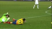 Marchetti aggancia Di Michele appena entrato in area commettendo un fallo da rigore sanzionato dall'arbitro