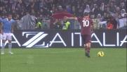 Marchetti smanaccia e para una punizione di Totti dalla destra