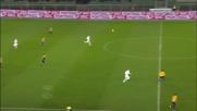 Masiello in tackle salva l'Atalanta dal contropiede del Verona