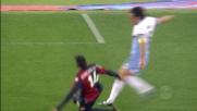 Mauri colpisce il palo contro il Genoa da pochi passi