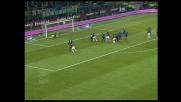 Nel derby di Milano Serginho spaventa Julio Cesar su punizione