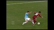 Nel derby di Roma Pandev ferma Mancini con un calcione da dietro
