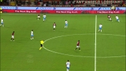 Ronaldinho si concede un dribbling con tunnel contro il Catania