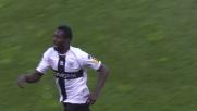 Okaka realizza il goal del 3-0 per il Parma contro il Cagliari
