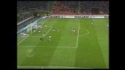 Orlandoni difende la porta dell'Inter negando un goal al Genoa