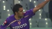 Santana porta in vantaggio la Fiorentina con un colpo di tacco delizioso che beffa Amelia