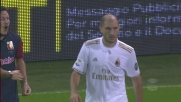 Paletta come un gladiatore recupera palla e contrasta due giocatori del Genoa