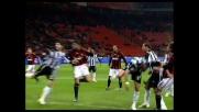Pato colpisce il palo contro il Siena con un colpo di testa su calcio d'angolo